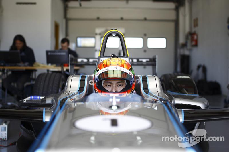 Ho-Pin Tung teste la Spark-Renault STR_01E