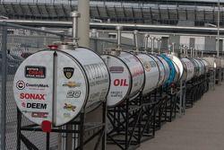 Los tanques de combustibles son preparados.