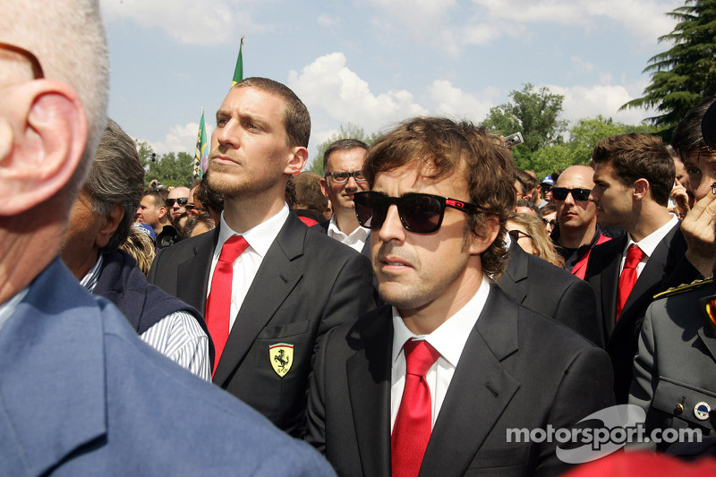 Ceremonia conmemorativa en la curva de Tamburello, Fernando Alonso