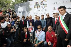 Ceremonia conmemorativa en la curva de Tamburello, Fernando Alonso, Jarno Trulli, Riccardo Patrese,