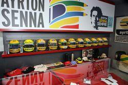 Senna museu capacetes