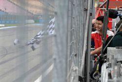 Mike Rockenfeller, Audi Sport Team Phoenix, Audi RS 5 DTM, Portrait, chequered flag for G¸nther Netz