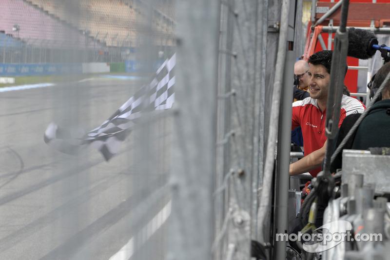 Mike Rockenfeller, Audi Sport Team Phoenix, Audi RS 5 DTM, Retrato, bandera a cuadros para Günther N