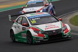 Tiago Monteiro, Honda Civic WTCC, Castrol Honda WTCC Team et Tom Coronel, Cevrolet RML Cruze TC1, Ro
