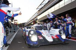Racewinnaar #8 Toyota Racing Toyota TS040-Hybrid: Anthony Davidson, Nicolas Lapierre, Sebastien Buem