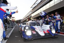 Vainqueurs: #8 Toyota Racing Toyota TS040-Hybrid: Anthony Davidson, Nicolas Lapierre, Sébastien Buemi