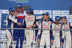 Podium: racewinnaars Anthony Davidson, Nicolas Lapierre, Sebastien Buemi, derde plaats Alexander Wur