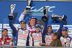 Podium: racewinnaars Anthony Davidson, Nicolas Lapierre, Sebastien Buemi