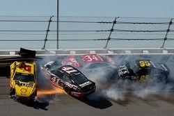 Crash for Joey Logano, Team Penske Ford, Kurt Busch, Stewart-Haas Racing Chevrolet, David Ragan, Fro