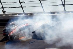 Crash : Kurt Busch, Stewart-Haas Racing Chevrolet, David Ragan, Front Row Motorsports Ford