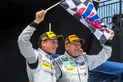 Vencedores da corrida Mirco Schultis e Renger van der Zande