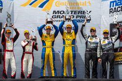 Podio classe GTD: vincitori Dane Cameron, Markus Palttala, secondo posto Christopher Haase, Bryce Miller, terzo posto John Potter, Andy Lally