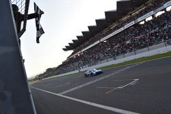 #12 Team Impul Nissan GT-R: Hironobu Yasuda, Joao Paulo de Oliveira takes the win