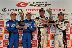 GT500 winners Hironobu Yasuda, Joao Paulo de Oliveira and GT300 winners Nobuteru Taniguchi, Tatsuya Kataoka