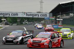 Gianni Morbidelli, Chevrolet RML Cruze TC1, ALL-INKL_COM Munnich Motorsport et Robert Huff, LADA Gra
