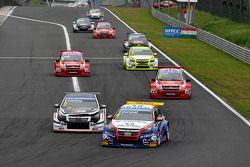 Tom Chilton, Chevrolet RML Cruze TC1, ROAL Motorsport et Tom Coronel, Chevrolet RML Cruze TC1, Roal