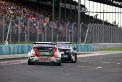 Tiago Monteiro, 本田思域 WTCC, 嘉实多-本田WTCC车队,和Gianni Morbidelli,雪佛兰 RML科鲁兹 TC1, ALL-INKL_COM马尼克车队