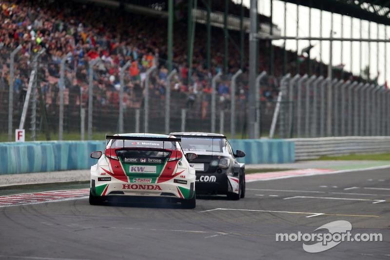 Tiago Monteiro, Honda Civic WTCC, Castrol Honda WTCC Team e Gianni Morbidelli, Chevrolet Cruze RML TC1, ALL-INKL_COM Munnich Motorsport