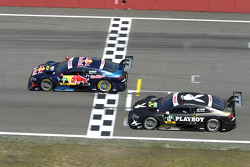 Mattias Ekstrom, del equipo Audi Sport Abt Sportsline en el Audi RS 5 DTM y Adrien Tambay, del equip