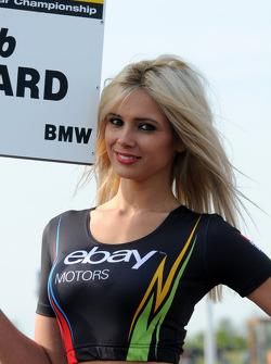 eBay Motors grid kızı