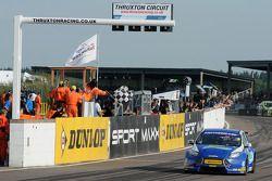 Mat Jackson, Airwaves Racing coupe la ligne et termine 2e