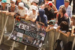 Nico Rosberg, Mercedes AMG F1 fans in the pits