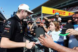 Nico Hulkenberg, Sahara Force India F1 with fans in the pits