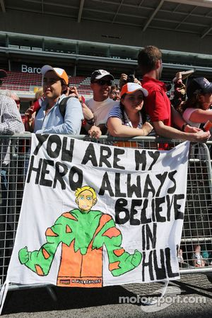 A banner for Nico Hulkenberg, Sahara Force India F1 from fans in the pits