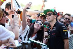 Sergio Perez, Sahara Force India F1 with fans in the pits