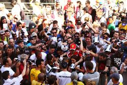 Lewis Hamilton, Mercedes AMG F1 with fans in the pits