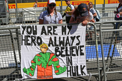 Pancarta para Nico Hulkenberg del equipo Sahara Force India F1