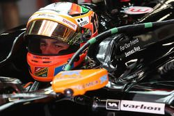 Sergio Perez, Sahara Force India F1 VJM07 carrying a tribute to James Rao