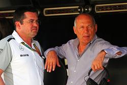 Eric Boullier, Director de carreras de McLaren y Ron Dennis, Presidente Ejecutivo de McLaren