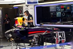 The stripped Red Bull Racing RB10 chassis of Sebastian Vettel, Red Bull Racing, who sat out FP2 with