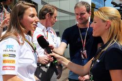 Simona de Silvestro avec les médias