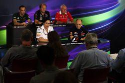 Conferenza stampa FIA: Cyril Abiteboul, Caterham F1 Team Principal; Robin Frijns, Tester Caterham CT05 e pilota di riserva; John Booth, Marussia F1 Team Team Principal; Monisha Kaltenborn, Sauber Team Principal; Franz Tost, Scuderia Toro Rosso Squadra Pri