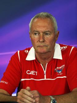 John Booth, Marussia F1 Team director del equipo en la conferencia de prensa de la FIA