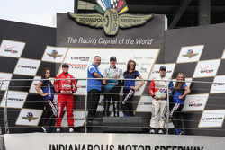 Podio: ganador de la carrera de Matthew Brabham, el segundo lugar Luiz Razia, el tercer lugar Jack H