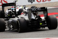Valtteri Bottas, Williams FW36 devant Kevin Magnussen, McLaren MP4-29