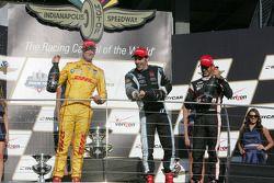 Vencedor da corrida Simon Pagenaud, segundo lugar Ryan Hunter-Reay, terceiro lugar Helio Castroneves
