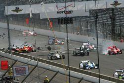 Sebastian Saavedra, KV Racing Technology Chevrolet, colpito da Mikhail Aleshin, Schmidt Peterson Ham
