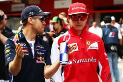 Sebastian Vettel, Red Bull Racing y Kimi Raikkonen, Ferrari en el desfile de pilotos