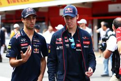 Daniel Ricciardo avec Daniil Kvyat lors de la parade des pilotes