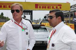 Danny Sullivan, FIA-Rennkommissar; Farhan Vohra, FIA