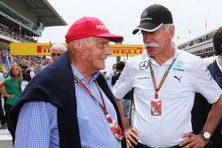 Niki Lauda evc Dieter Zetsche sur la grille