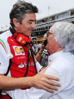 (Da sinistra a destra): Marco Mattiacci, Ferrari Team Principal con Bernie Ecclestone sulla griglia di partenza