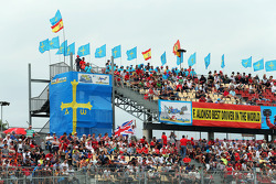 Fernando Alonso, Ferrari F14-T los aficionados y banderas