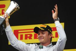 Nico Rosberg fête sa seconde place sur le podium