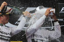 Podium: 1er Lewis Hamilton, 2ème Nico Rosberg