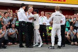 race winner Lewis Hamilton, Mercedes AMG F1 celebrates with Dr. Dieter Zetsche, Daimler AG CEO, Toto